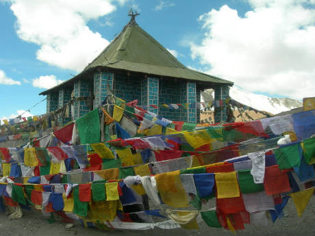 ladak-house-with-flags